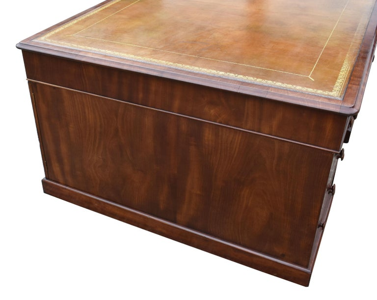 English 19th Century Victorian Mahogany Partners Desk For Sale