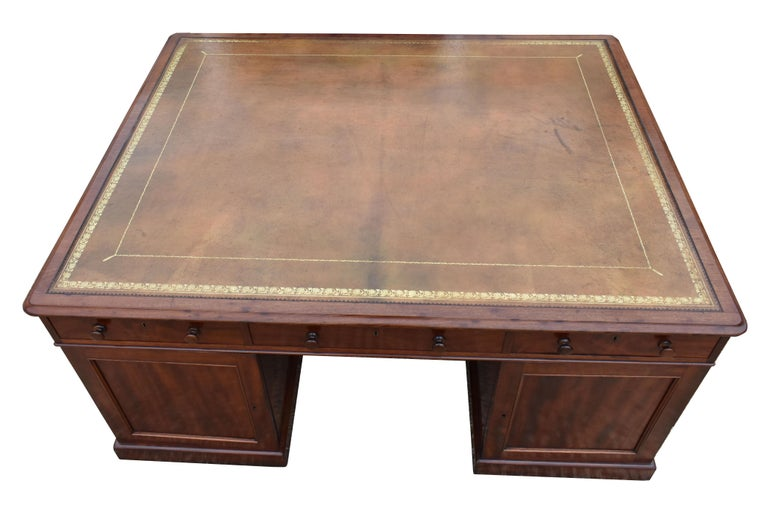 19th Century Victorian Mahogany Partners Desk For Sale 3