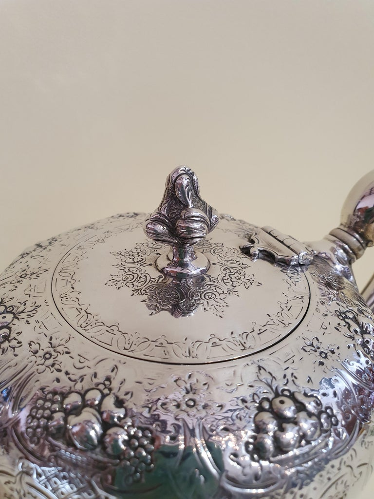 19th Century Victorian Scottish Sterling Silver Teapot, Edinburgh, 1846 In Good Condition For Sale In Cagliari, IT