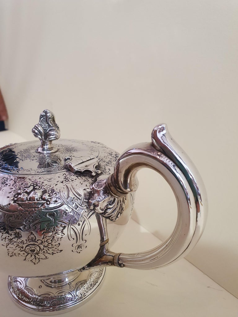 Mid-19th Century 19th Century Victorian Scottish Sterling Silver Teapot, Edinburgh, 1846 For Sale