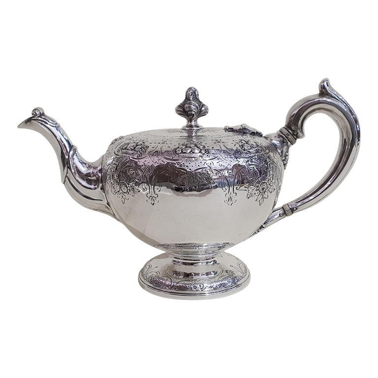 19th Century Victorian Scottish Sterling Silver Teapot, Edinburgh, 1846 For Sale