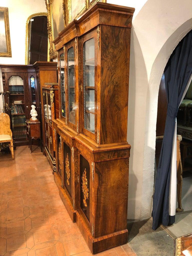 English 19th Century Victorian Walnut England Bookcase Vitrines,1860s For Sale
