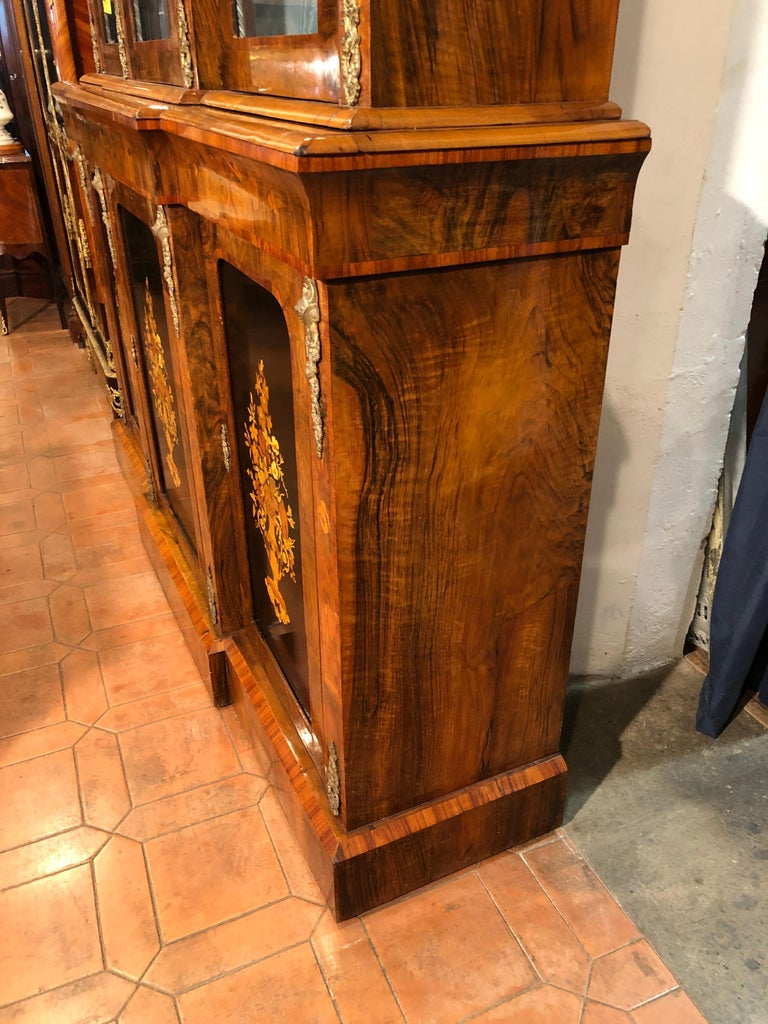 19th Century Victorian Walnut England Bookcase Vitrines,1860s In Good Condition For Sale In Roma, RM