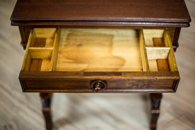 19th Century Walnut Sewing Table or Card Table In Good Condition For Sale In Opole, PL