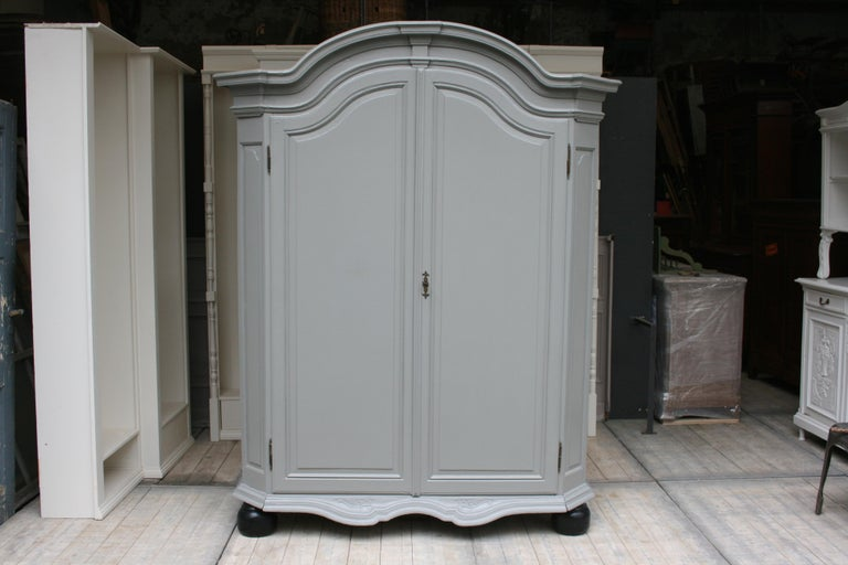 19th Century Wardrobe Made of Oak, Grey Painted In Good Condition For Sale In Dusseldorf, DE