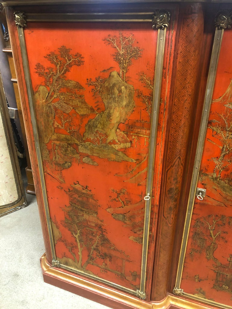 19th Century Wood Painted Gold Napoleon III Chinoiserie with Marble, 1860s In Good Condition For Sale In Roma, RM