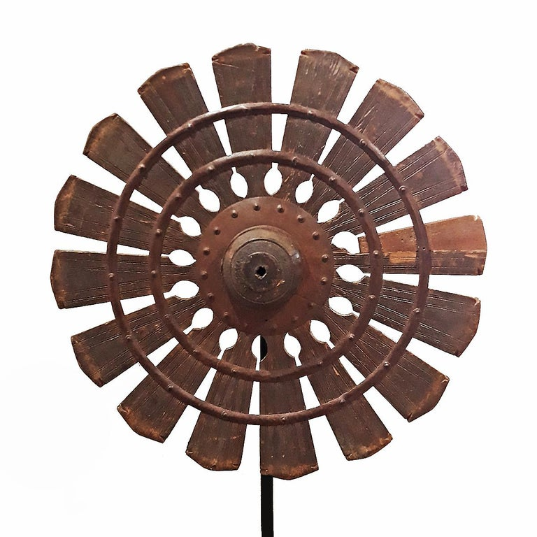 19th Century Wood Spinning Wheel from Thailand, on Stand In Good Condition For Sale In New York, NY
