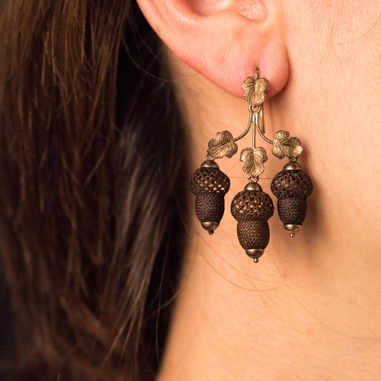 19th Century Yellow Gold Hair Leaves Glans Drop Earrings In Good Condition For Sale In Poitiers, FR