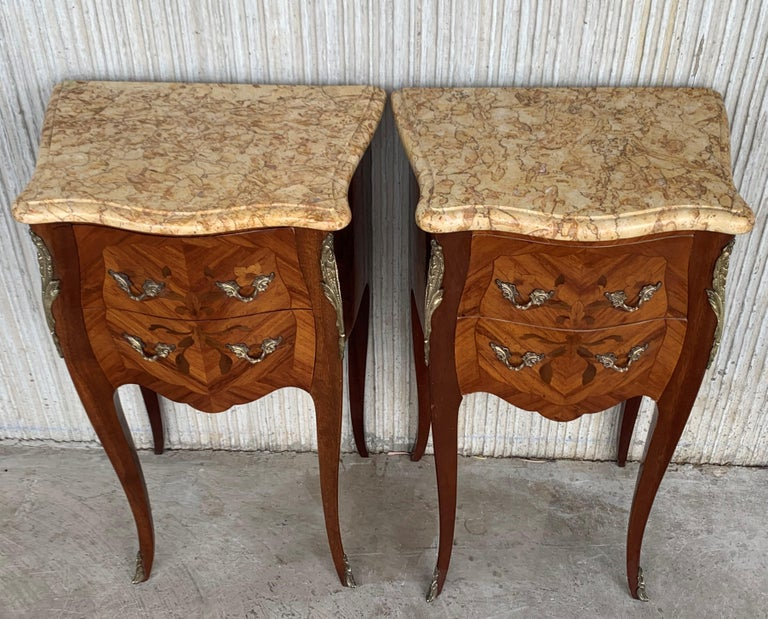 19th Pair of French Marquetry Nightstands with Roses and Marble Tops In Good Condition For Sale In Miami, FL