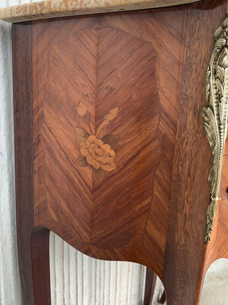 19th Pair of French Marquetry Nightstands with Roses and Marble Tops For Sale 3