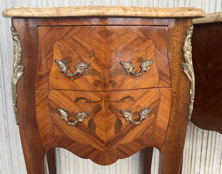 19th Pair of French Marquetry Nightstands with Roses and Marble Tops For Sale 4