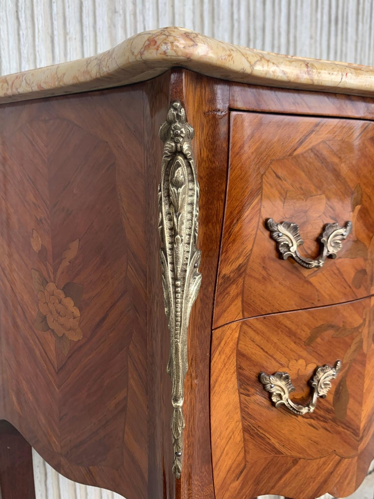 19th Pair of French Marquetry Nightstands with Roses and Marble Tops For Sale 5
