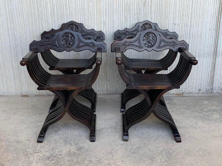 19th Set of Four Century Carved Walnut Folding Scissors Savonarola Bench/Settle In Good Condition In Miami, FL