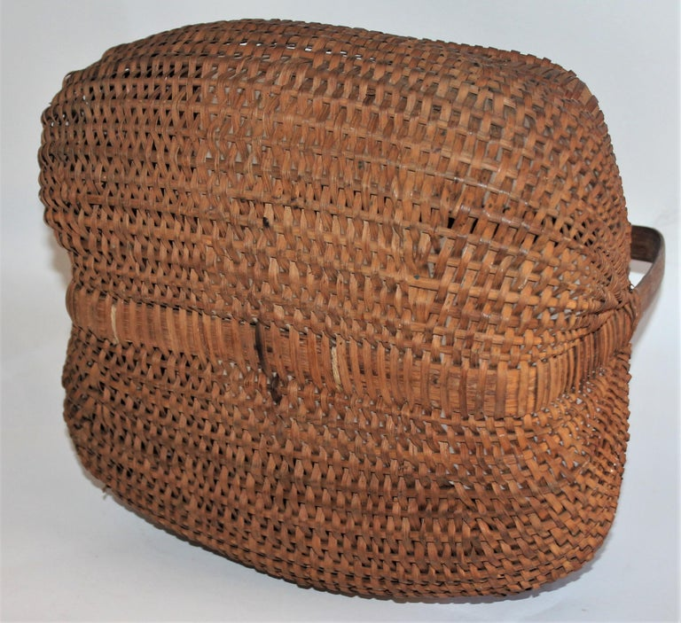 Hand-Woven 19th Century Early Tight Buttocks Basket For Sale