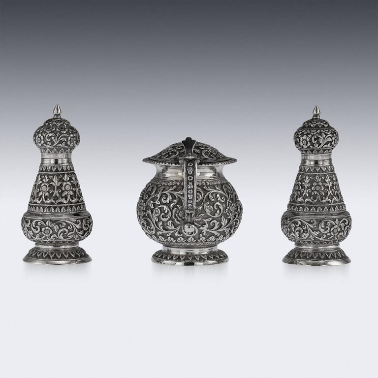 19th Century Indian Cutch Solid Silver Condiment Set, Oomersi Mawji, circa 1890 In Good Condition For Sale In London, London