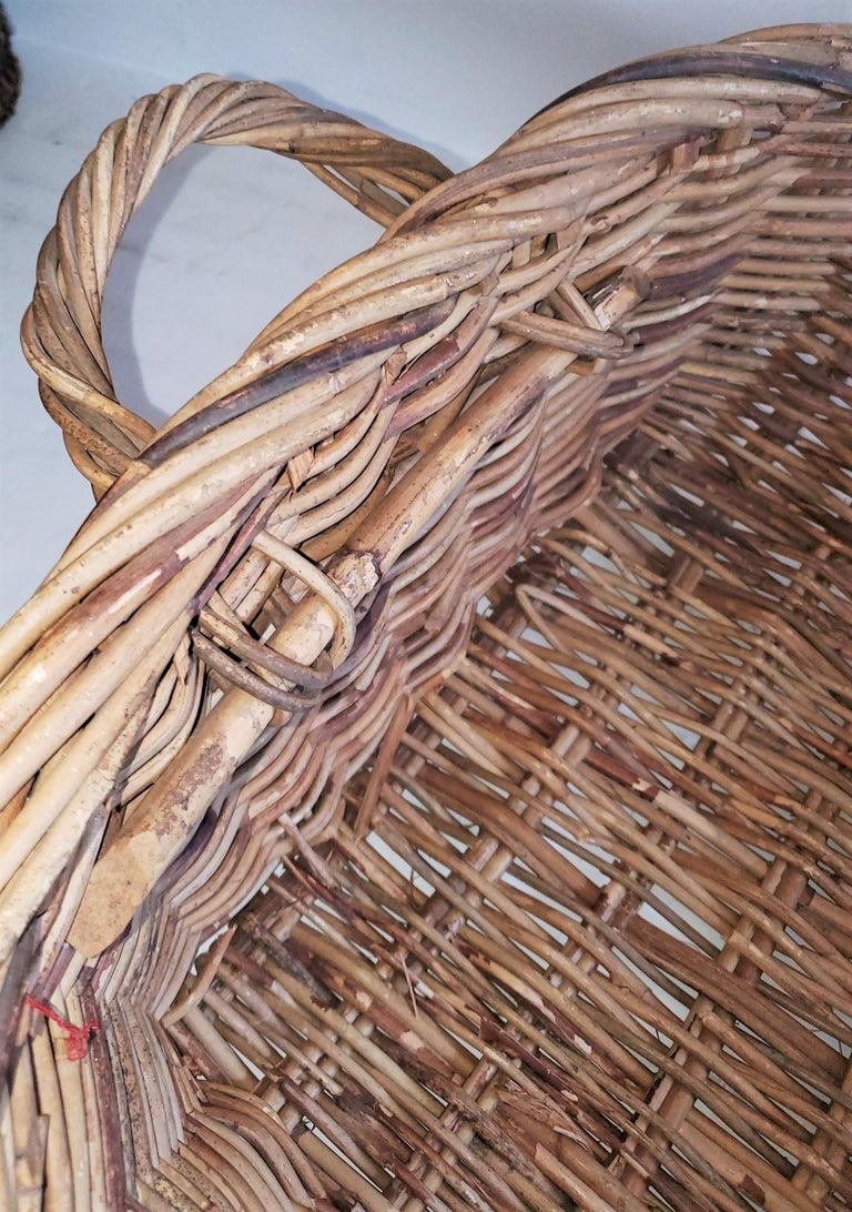 19th Century Large French Bread Basket from a Bakery In Good Condition For Sale In Los Angeles, CA