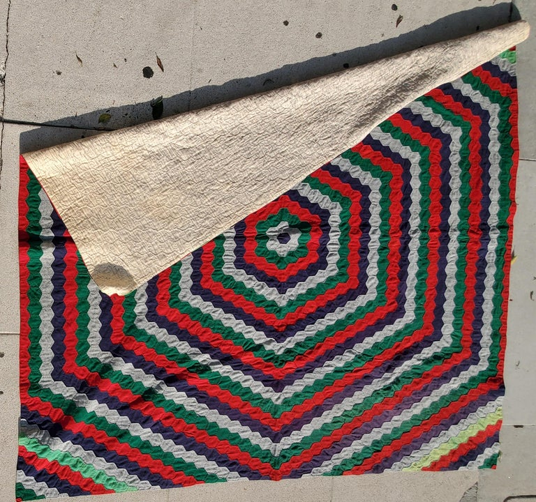 19Thc Wool trip around the world octagon quilt. The condition is very good.
