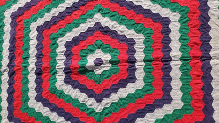 19thc Octagon Wool Quilt Trip Around the World In Good Condition For Sale In Los Angeles, CA