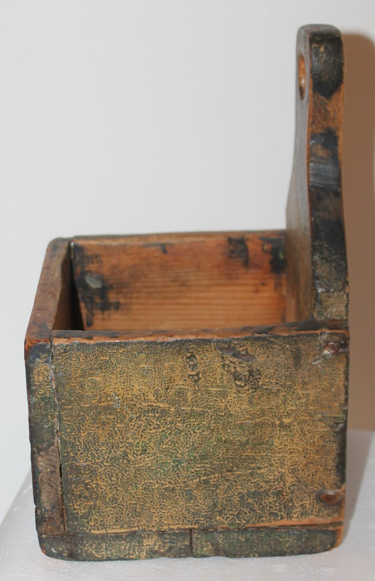 19thc Original Painted Salt Box from Vermont In Good Condition For Sale In Los Angeles, CA