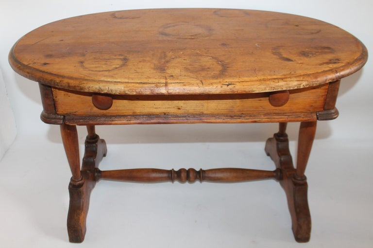 Adirondack 19th Century Pine Oval Coffee / Side Small Table For Sale