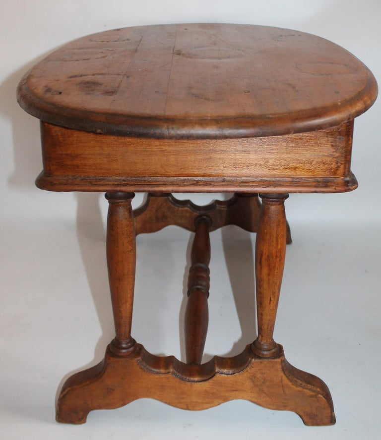 Hand-Crafted 19th Century Pine Oval Coffee / Side Small Table For Sale
