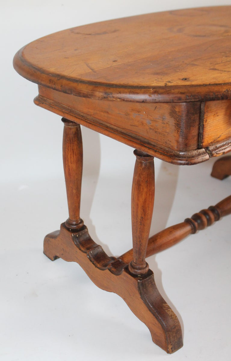 Wood 19th Century Pine Oval Coffee / Side Small Table For Sale
