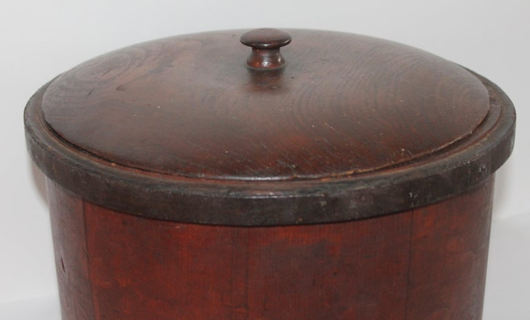 This 19th century Shaker style original red painted container with the original hand carved lid is in fine condition.