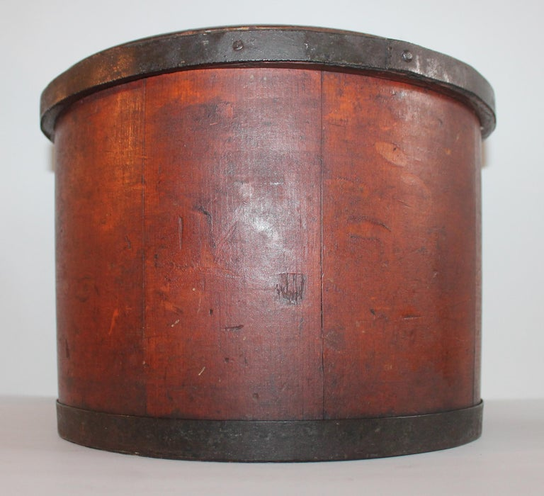 American 19th Century Shaker Style Container with Lid For Sale