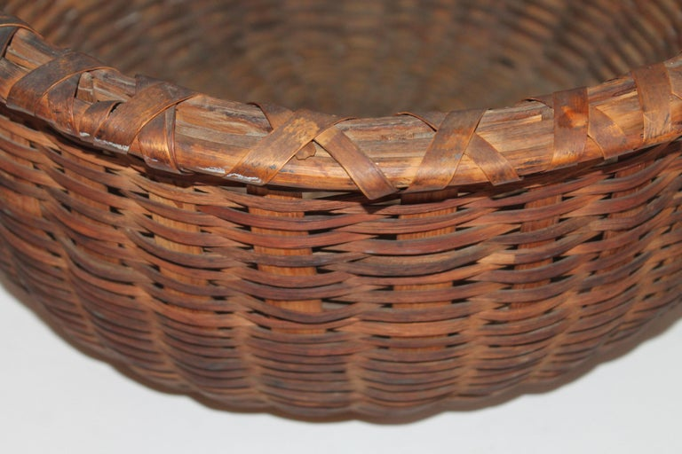 American 19th Century Shaker Style Swing Handle Basket For Sale