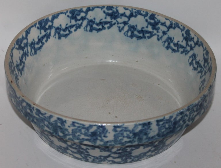This fine sponge ware pottery bake dish in fine condition. This is a sponge design pattern. This is in very good condition.