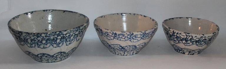 Hand-Crafted 19th Century Sponge Ware Bowls Collection of Three For Sale