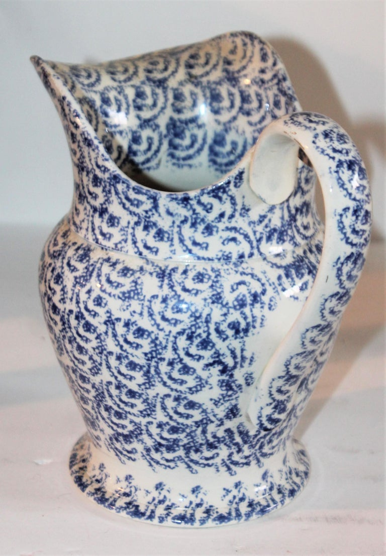19th Century Sponge Ware Bulbous Soft Paste Pitcher In Good Condition For Sale In Los Angeles, CA