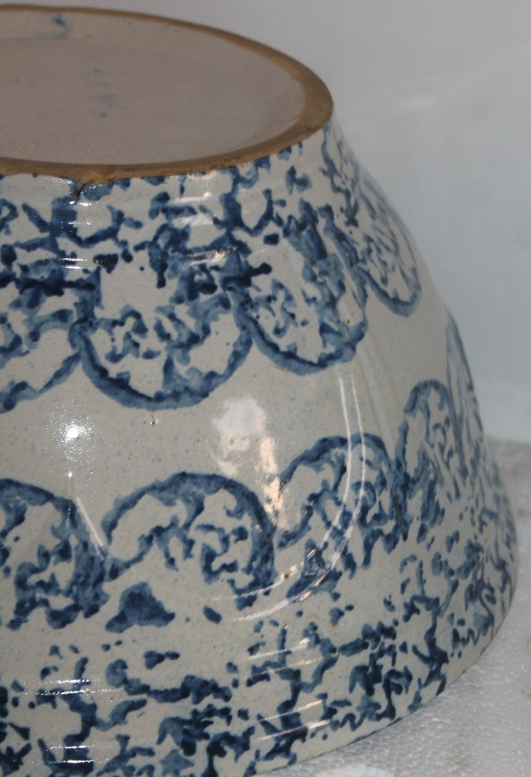 American 19thc Sponge Ware Large Mixing Bowl For Sale