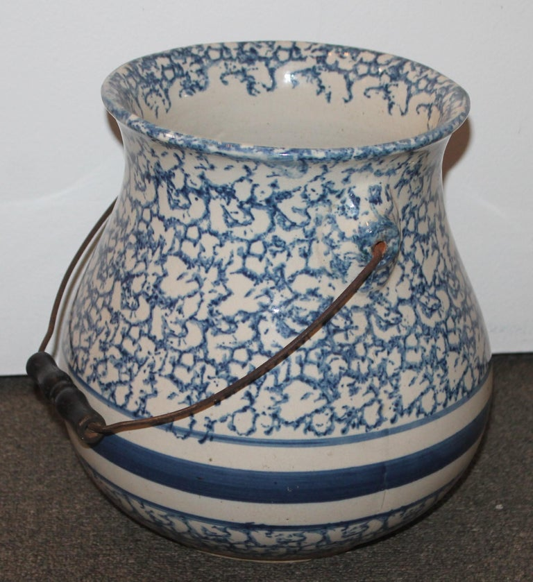 Country 19th Century Sponge Ware Slop Bucket with Original Wire Handle For Sale