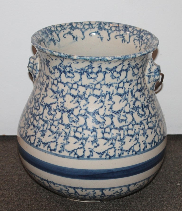 American 19th Century Sponge Ware Slop Bucket with Original Wire Handle For Sale