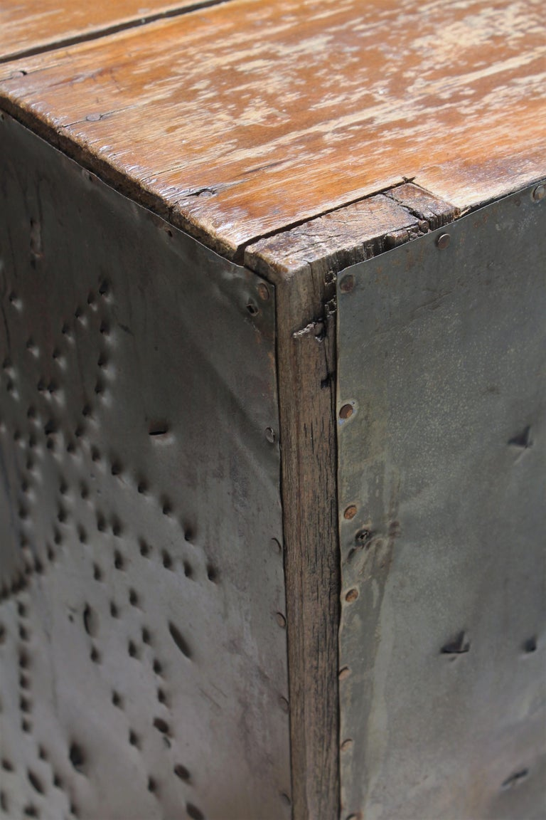 19thc Table Top Punched Tin Pie Safe In Good Condition For Sale In Los Angeles, CA
