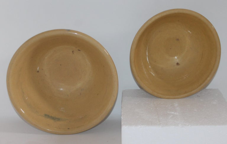 19th Century Yellow Ware in Seaweed Pattern Mixing Bowls, Pair For Sale 7