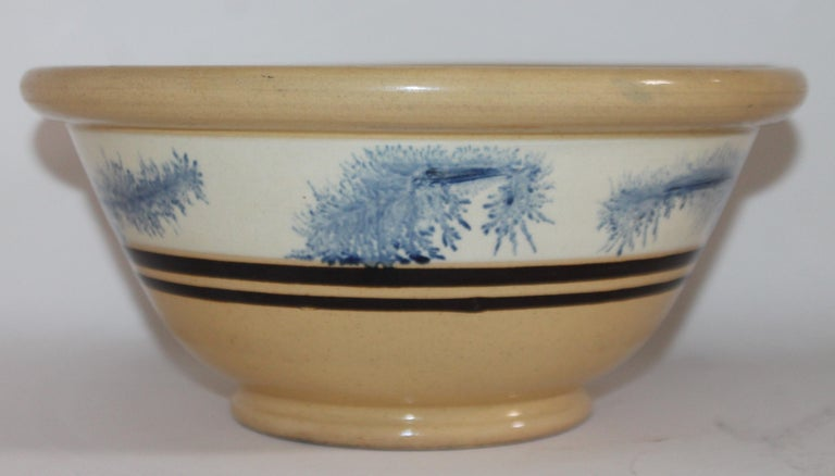 Hand-Crafted 19th Century Yellow Ware in Seaweed Pattern Mixing Bowls, Pair For Sale