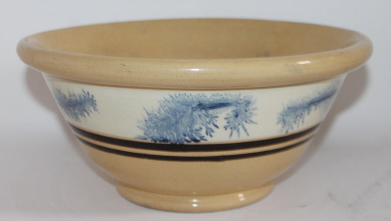 19th Century Yellow Ware in Seaweed Pattern Mixing Bowls, Pair In Good Condition For Sale In Los Angeles, CA
