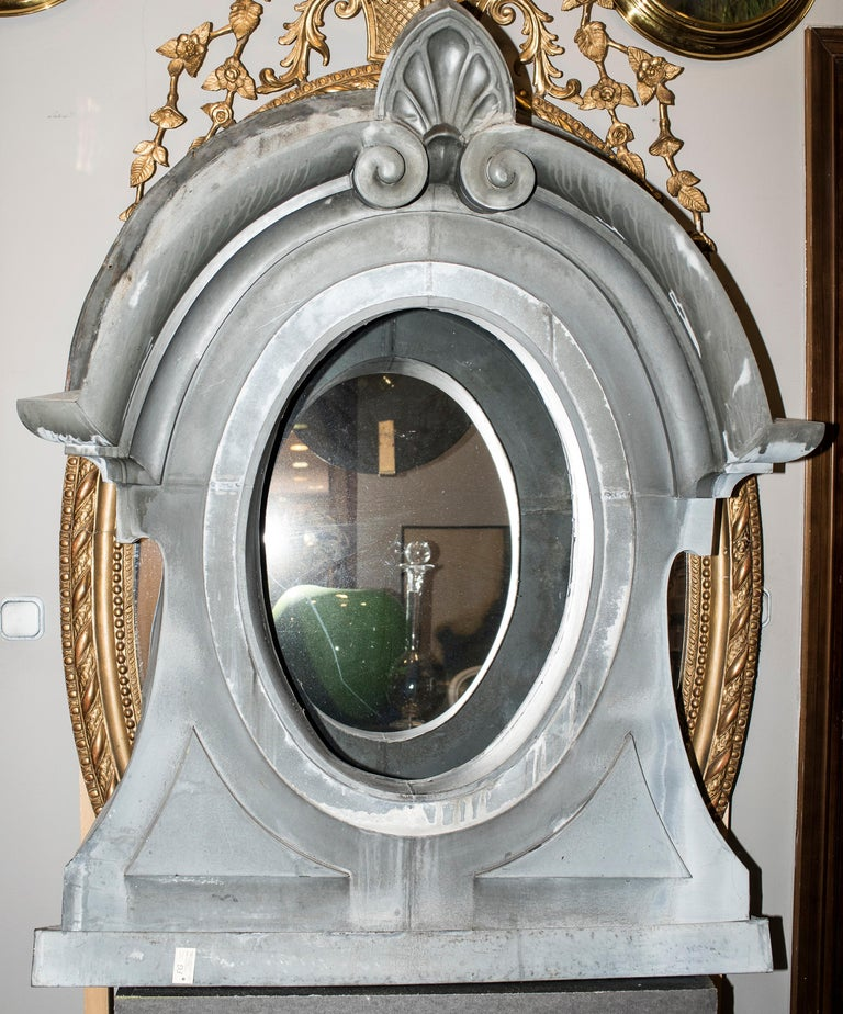 One of a kind Oeil de boeuf from a Mansard in a 19th century Napoleón III French building, stunning architectural element of decoration!!!, Its really difficult to find it !! Good condition with age and use. The material is zinc and the property put