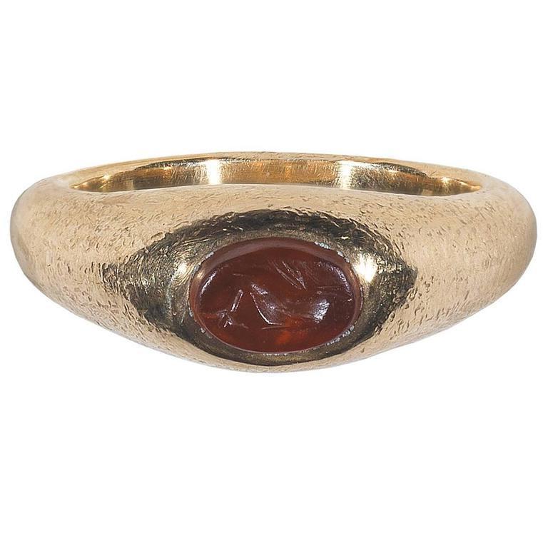 1st Century AD Roman Empire Carnelian Dolphin Intaglio Ring In Good Condition For Sale In Firenze, IT