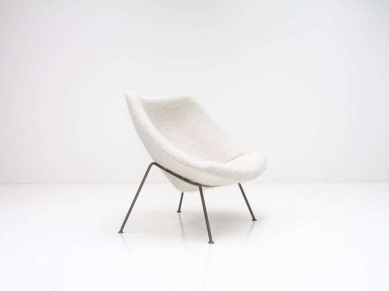 1st Edition Pierre Paulin F156 'Little Oyster' Lounge Chair in Pierre Frey 1960s In Good Condition For Sale In London Road, Baldock, Hertfordshire