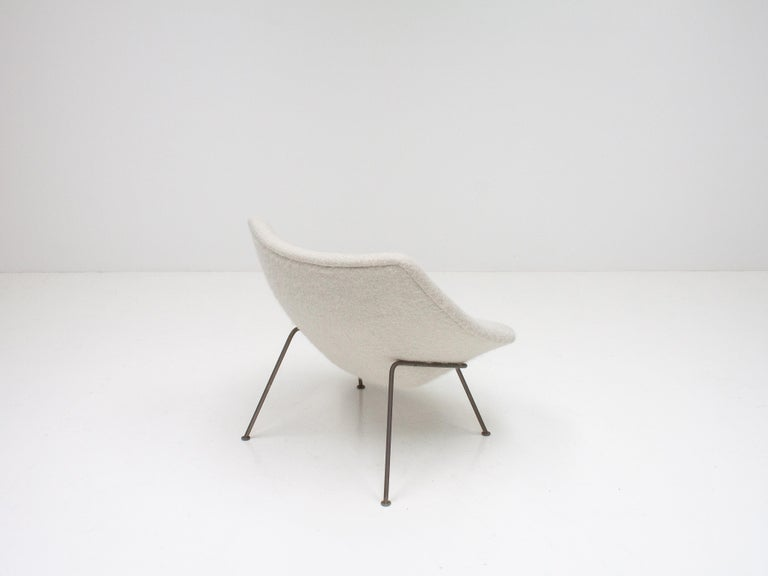 1st Edition Pierre Paulin F156 'Little Oyster' Lounge Chair in Pierre Frey 1960s For Sale 1