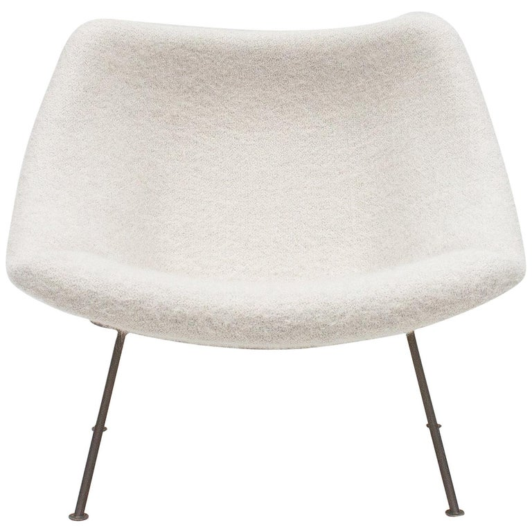 1st Edition Pierre Paulin F156 'Little Oyster' Lounge Chair in Pierre Frey 1960s For Sale