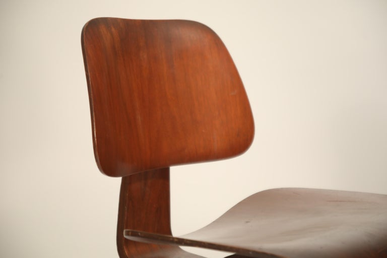1st Generation Charles Eames for Evans Products Company DCW Chair, 1947, Signed For Sale 3