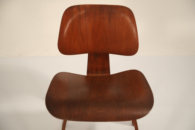 1st Generation Charles Eames for Evans Products Company DCW Chair, 1947, Signed For Sale 4
