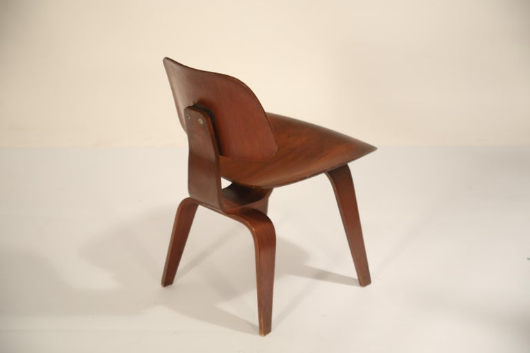 American 1st Generation Charles Eames for Evans Products Company DCW Chair, 1947, Signed For Sale