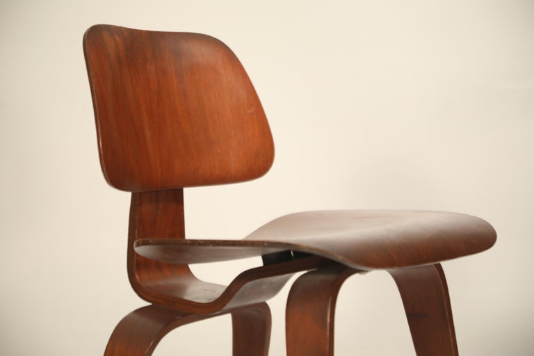 1st Generation Charles Eames for Evans Products Company DCW Chair, 1947, Signed For Sale 1