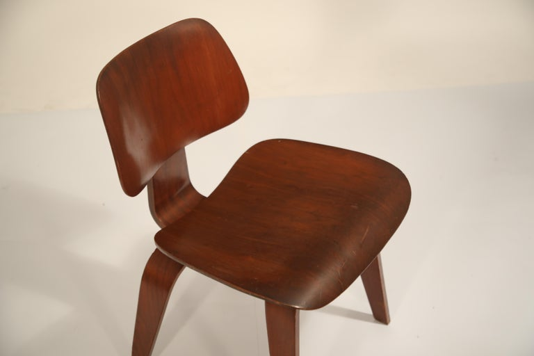 1st Generation Charles Eames for Evans Products Company DCW Chair, 1947, Signed For Sale 2