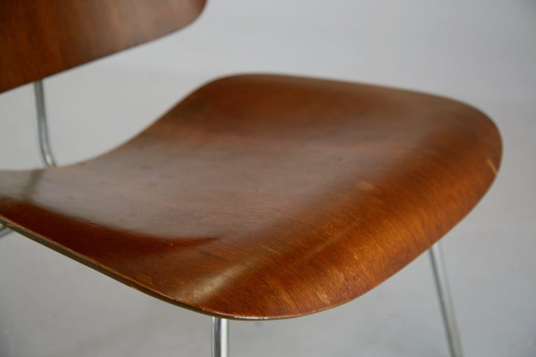 1st Generation Evans Production Charles and Ray Eames LCM Chairs, 1946, Signed In Good Condition For Sale In Los Angeles, CA